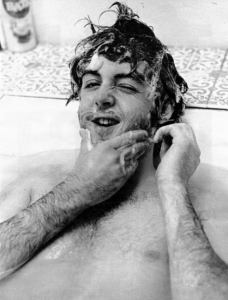 personaggi famosi fotografati in vasca da bagno - Paul McCartney