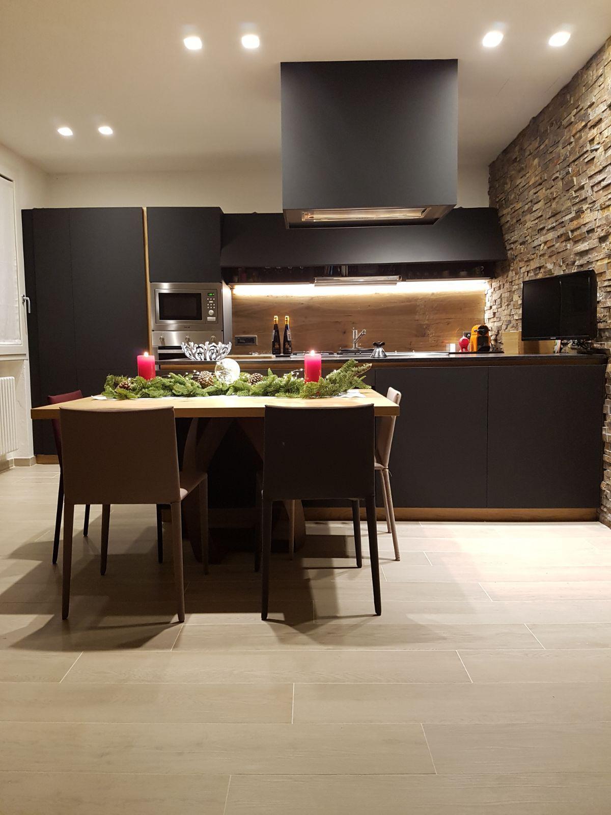 arredamento e la ripavimentazione di un appartamento